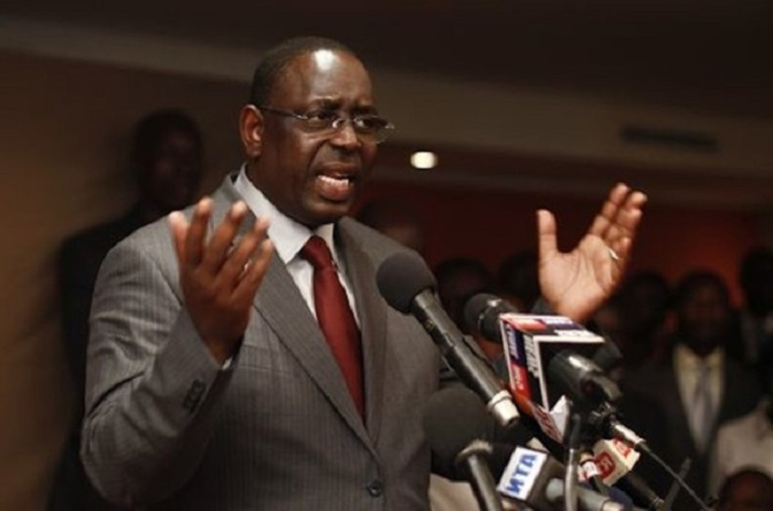 Macky Sall fusille Jeune Afrique.
