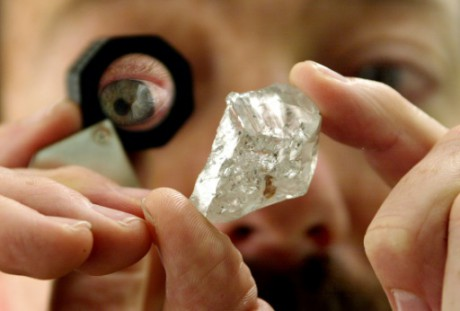 Angola: découverte d'un diamant de plus de 400 carats