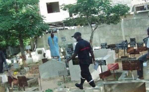 Une tombe encore profanée au cimetière de Pikine: le corps d'une vieille dame exhumé et jeté à l'air libre