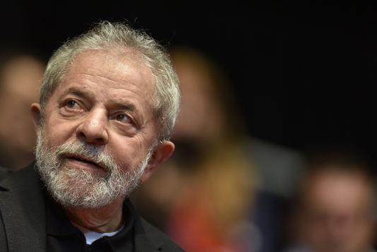 Brésil : l'ex-président Lula da Silva en garde à vue dans une affaire de corruption