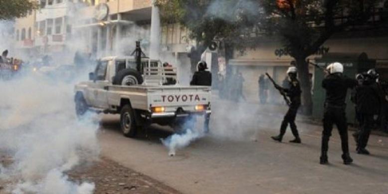 Bureau politique du PS: la situation dégénère, la police intervient par des grenades lacrymogènes