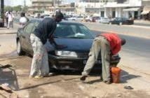 """Laveurs de voiture et le fléau des accidents: La responsabilité des """"auto-écoles de la rue"""""""