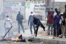 UCAD - Pneus brûlés et jets de pierres: le calvaire des automobilistes