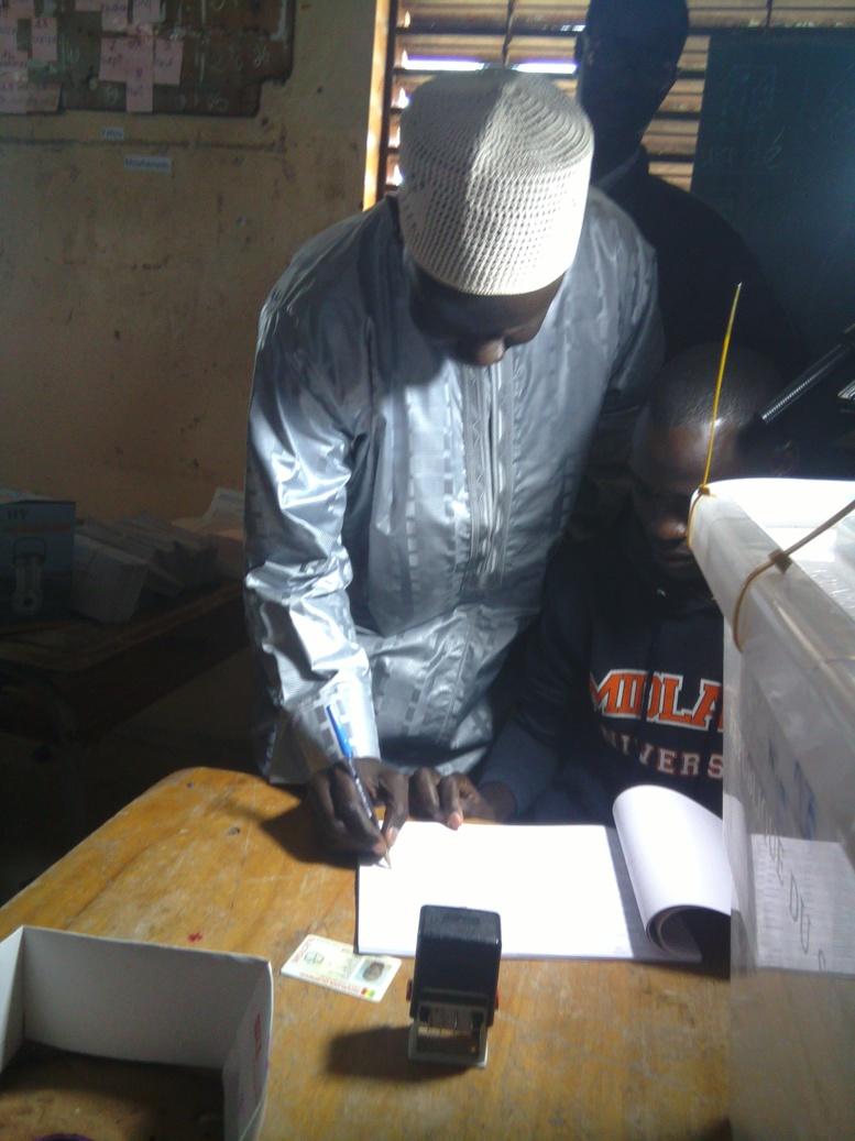 Référendum du 20 mars: le vote de Malick Gakou en images