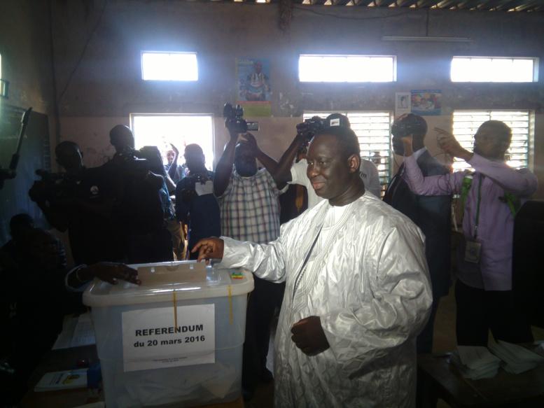Dernière minute Référendum - Guédiawaye: Aliou Sall vient d'arriver au centre Unesco