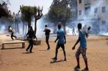 Affrontement à l'UCAD: les étudiants font face aux policiers à coups de pierres