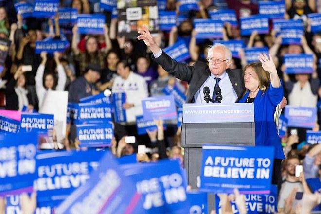 Primaires américaines : Sanders s'impose trois fois face à Clinton