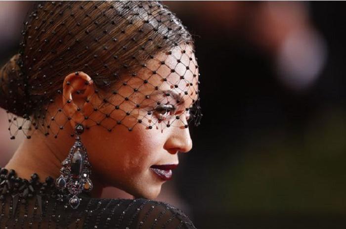 Beyoncé lance un film-album et parle de l'infidélité de Jay Z