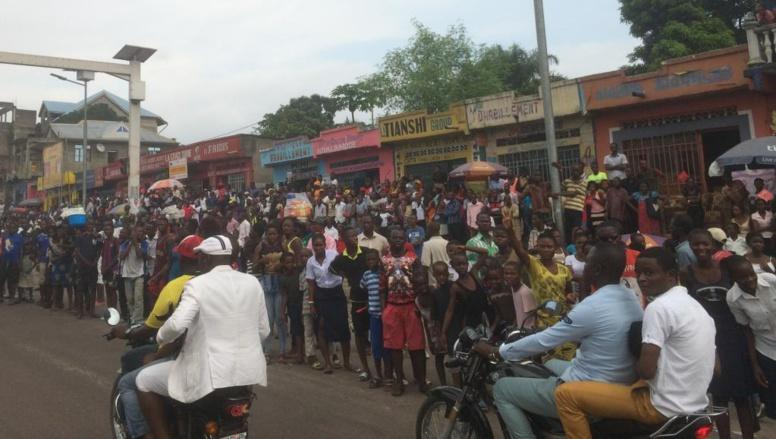 RDC: Papa Wemba inhumé devant une foule immense