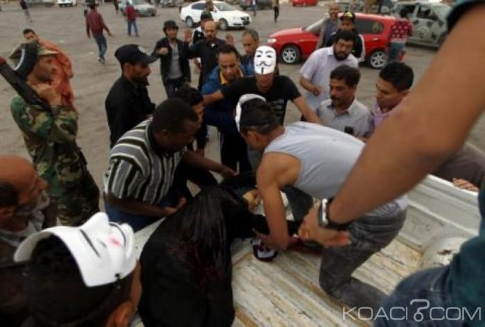 Libye: Tirs d'obus sur des manifestants à Benghazi, Cinq morts et 11 blessés