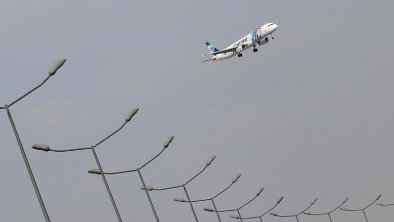 Crash du vol d'EgyptAir: de la fumée a bien été détectée à bord avant l'accident