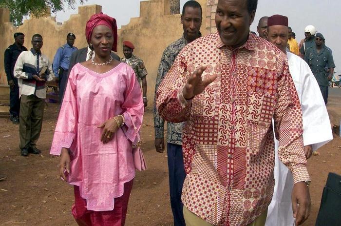 Mali: l'ancien président Oumar Konaré et son épouse refont l'actualité