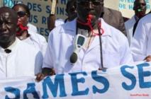 Crise dans le secteur de la santé: les blouses blanches décrètent 72 heures de grève