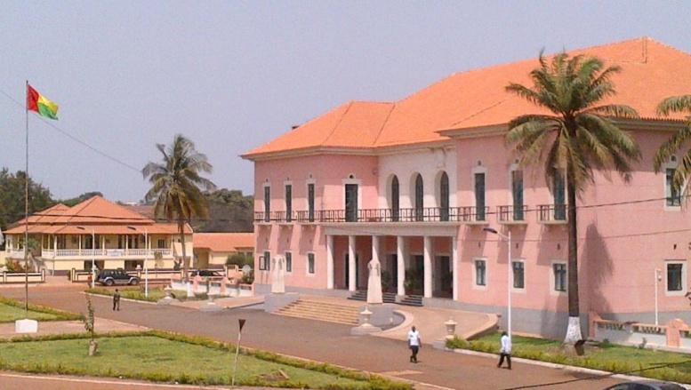 Guinée-Bissau: l'étau se resserre autour du gouvernement déchu