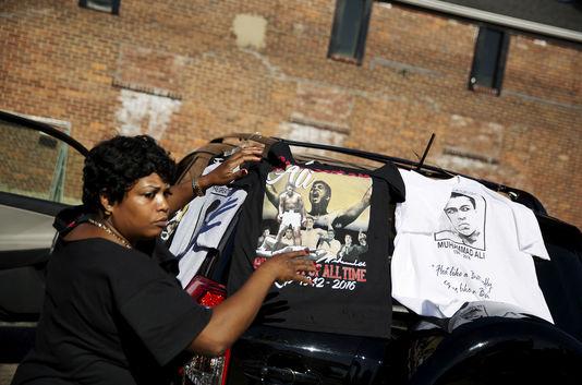 Vends billets pour funérailles de Mohamed Ali. Prix : 100 dollars