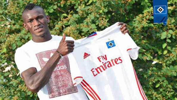 Après avoir traversé la méditerranée : Bakery Jatta, un réfugié gambien signe au Hambourg SV