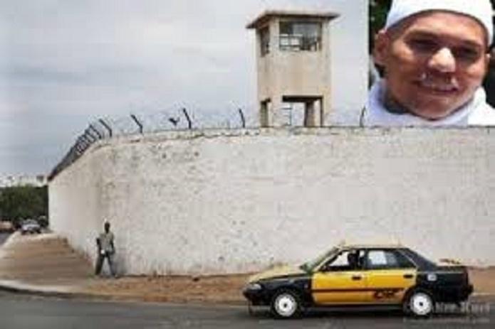 Message: Karim Wade présente ses condoléances au khalife des mourides et invite les libéraux à la retenue