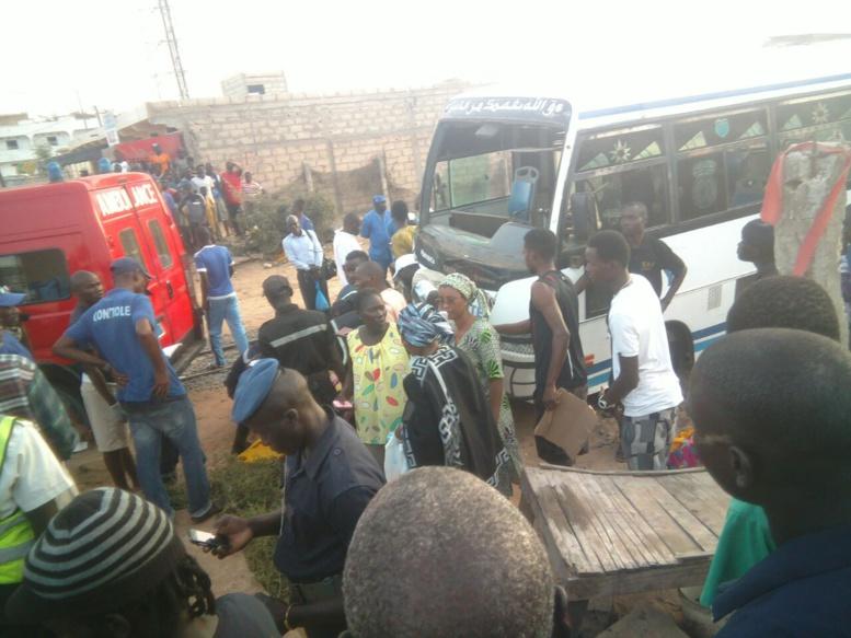 Accident entre un train et un bus Tata: Un mort, 15 blessés dont 7 graves
