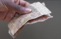 """Indésirables à Abidjan, les billets de banque usés et pièces de monnaie """"lisses"""" circulent sans difficulté à Yamoussoukro"""