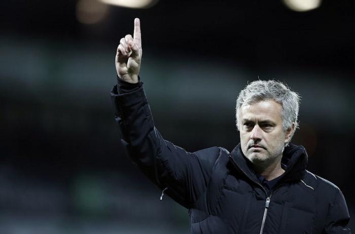MU : Mourinho réagit au départ de Giggs