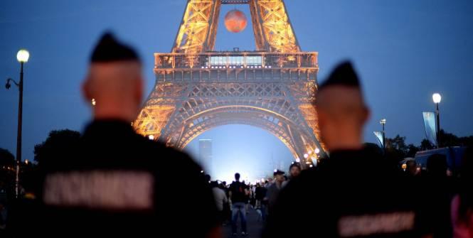 Euro 2016: la tour Eiffel fermée après les incidents