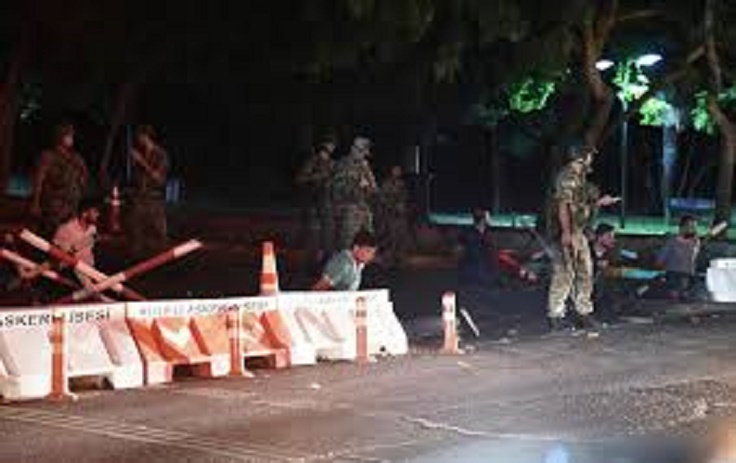 Coup d'Etat en Turquie: frontières, aéroports et ports fermés, couvre-feu décrété