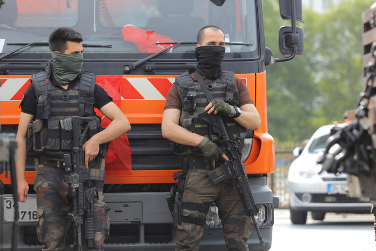 Putsch manqué: Millier d'arrestations et de limogeages en Turquie