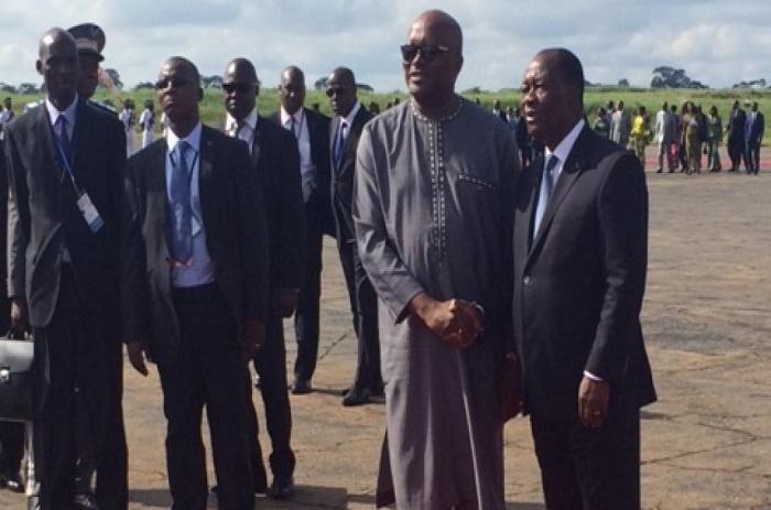 Roch Marc Christian Kaboré accueilli par Alassane Ouattara en Côte d'Ivoire
