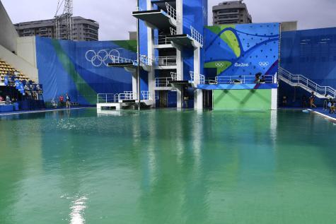 JO 2016: fermeture temporaire du bassin du plongeon, dont l'eau était devenue verte