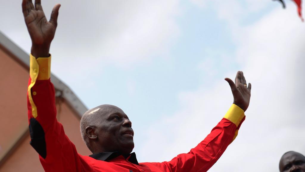 Angola: un président Dos Santos offensif à l'ouverture du congrès du MPLA