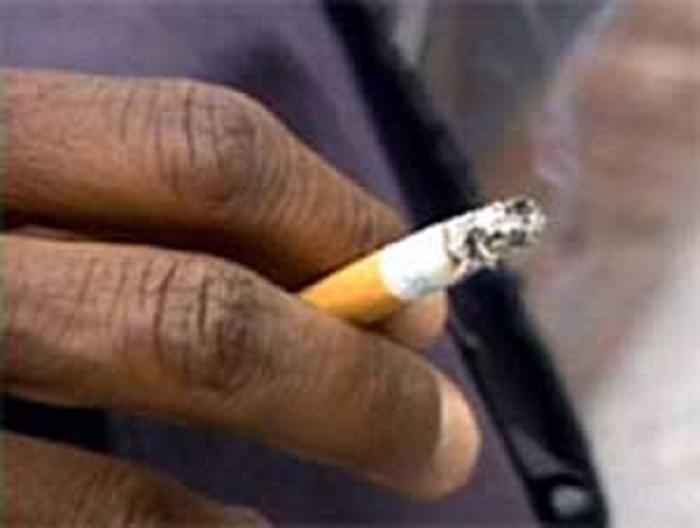 Interdiction de fumer dans les lieux publics : un taximan chasse sa cliente fumeuse