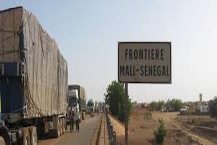 Axe Dakar-Bamako: mystères autour de la saisie de 25 cartons d'armes