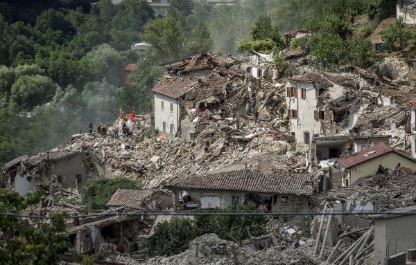 Italie: après le puissant séisme, le bilan ne cesse de s'aggraver