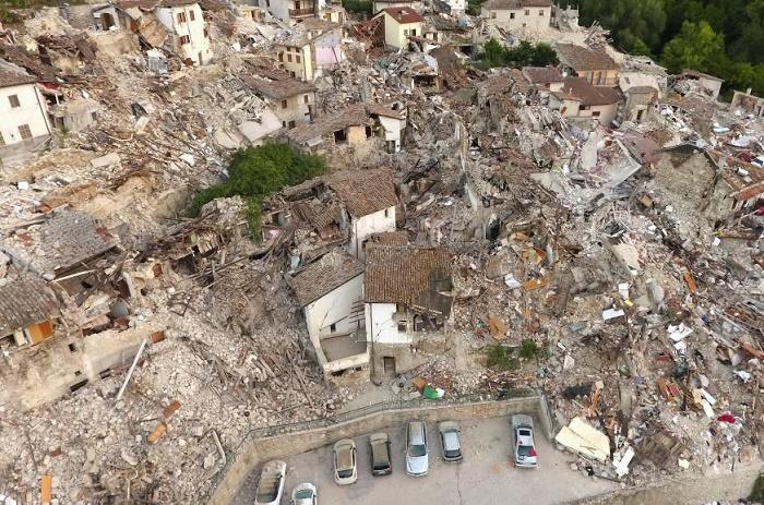 Italie: la polémique enfle sur le non-respect des normes anti-sismiques