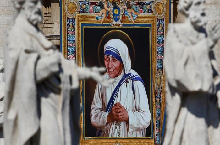 Mère Teresa proclamée sainte par le pape François