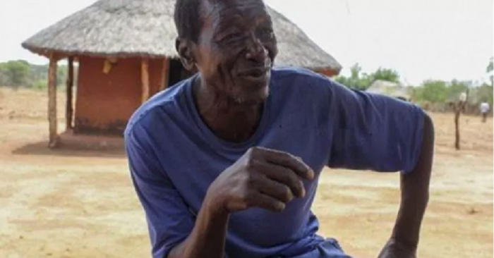 Ce vieil homme peut avoir des rapports avec sa femme pendant près de 10 h par jour. Il explique comment il fait