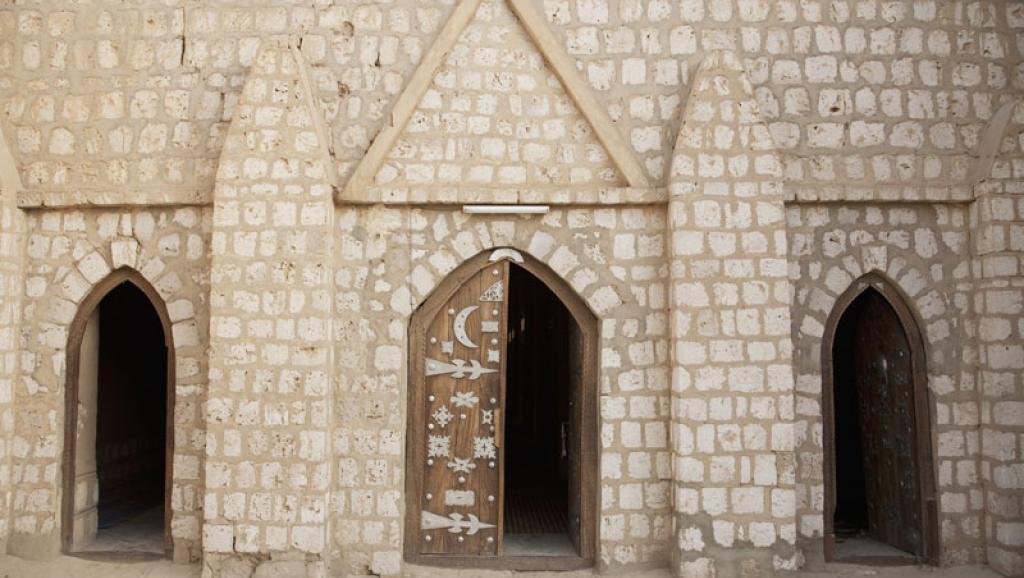 Mali: la porte restaurée de la mosquée Sidi Yahia de Tombouctou réinstallée