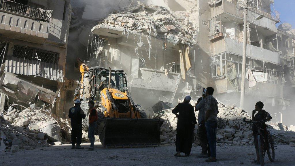Le régime syrien intensifie ses bombardements sur Alep, les habitants privés d'eau