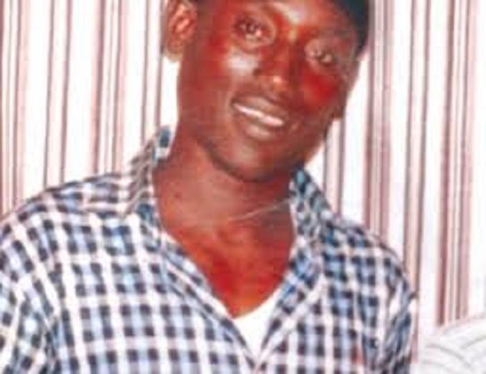 Thiaroye: camarades de feu Ibrahima Fall Mbow, les tabliers arborent des brassards rouges