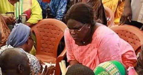 Visite de la première dame à Yoff: des personnes du 3ème âge consultées