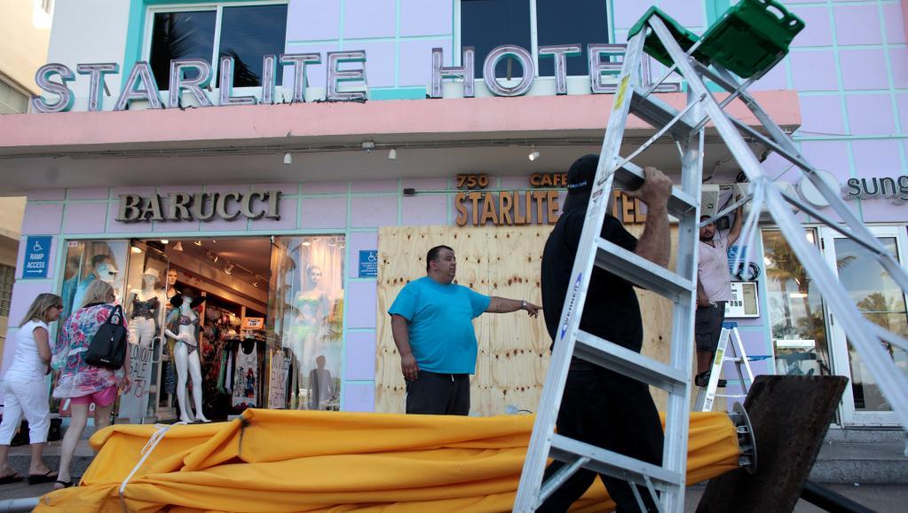 Ouragan Matthew: un million et demi d'habitants ont ordre de quitter les zones côtières de Floride (gouverneur)