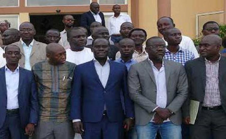 Convoqués ce matin, les signataires de la déclaration de marche du 14 octobre viennent de sortir du bureau du Préfet