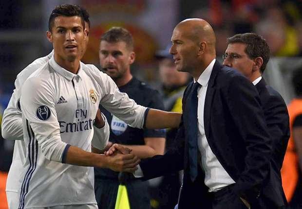 """Real Madrid, Zidane : """"On lui demande beaucoup plus parce que c'est Cristiano et il le sait"""""""