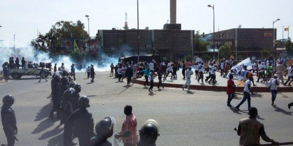 La répression du 14 octobre vue sous l'angle de la relation démocratie - développement durable