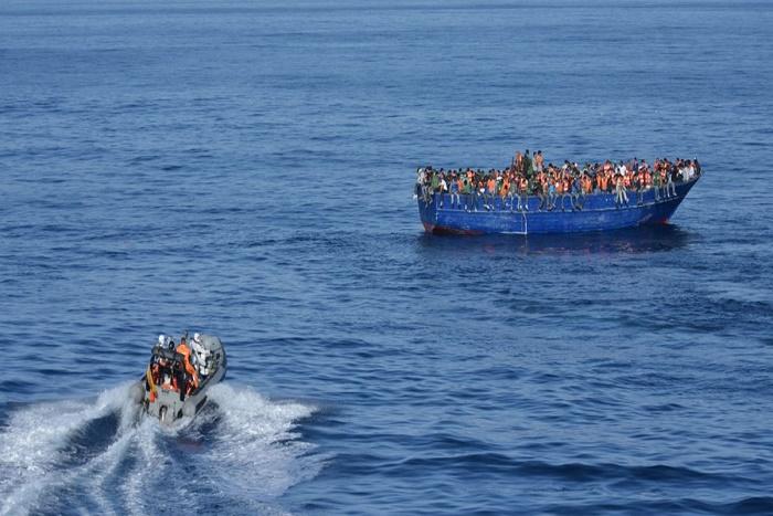 Vingt-cinq migrants retrouvés morts sur un canot en Méditerranée