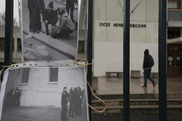 Paris: prison avec sursis requise contre un policier pour avoir frappé un lycéen