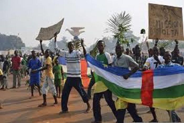 Gambie : Scènes de liesse populaire dans les villes de Banjul après la chute de Yahya Jammeh
