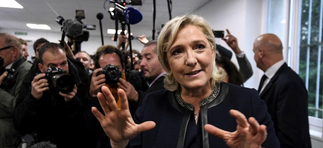 Un an après avoir prédit le Brexit et Trump, Bloomberg annonce Le Pen présidente et un Frexit pour 2017