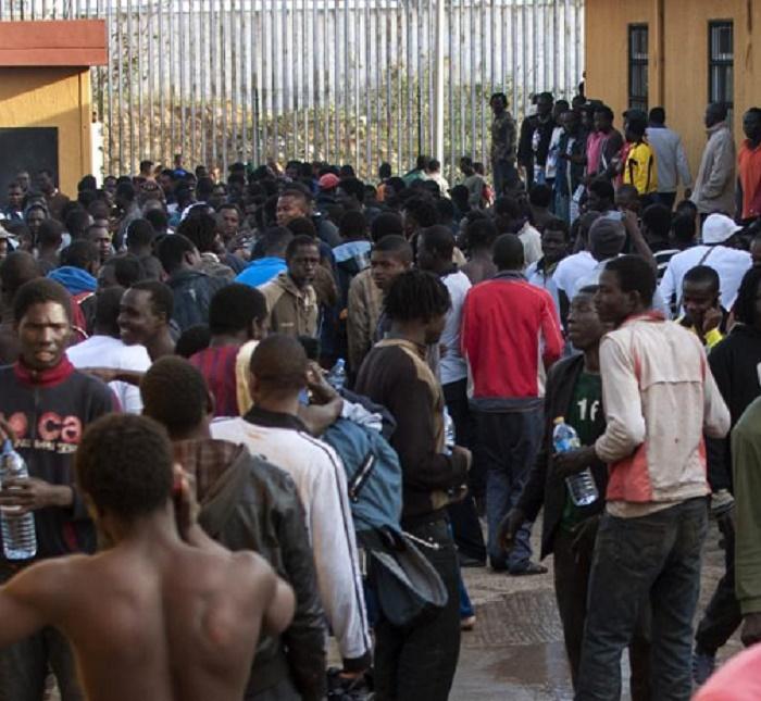 Maroc: près de 400 migrants forcent la frontière à Ceuta