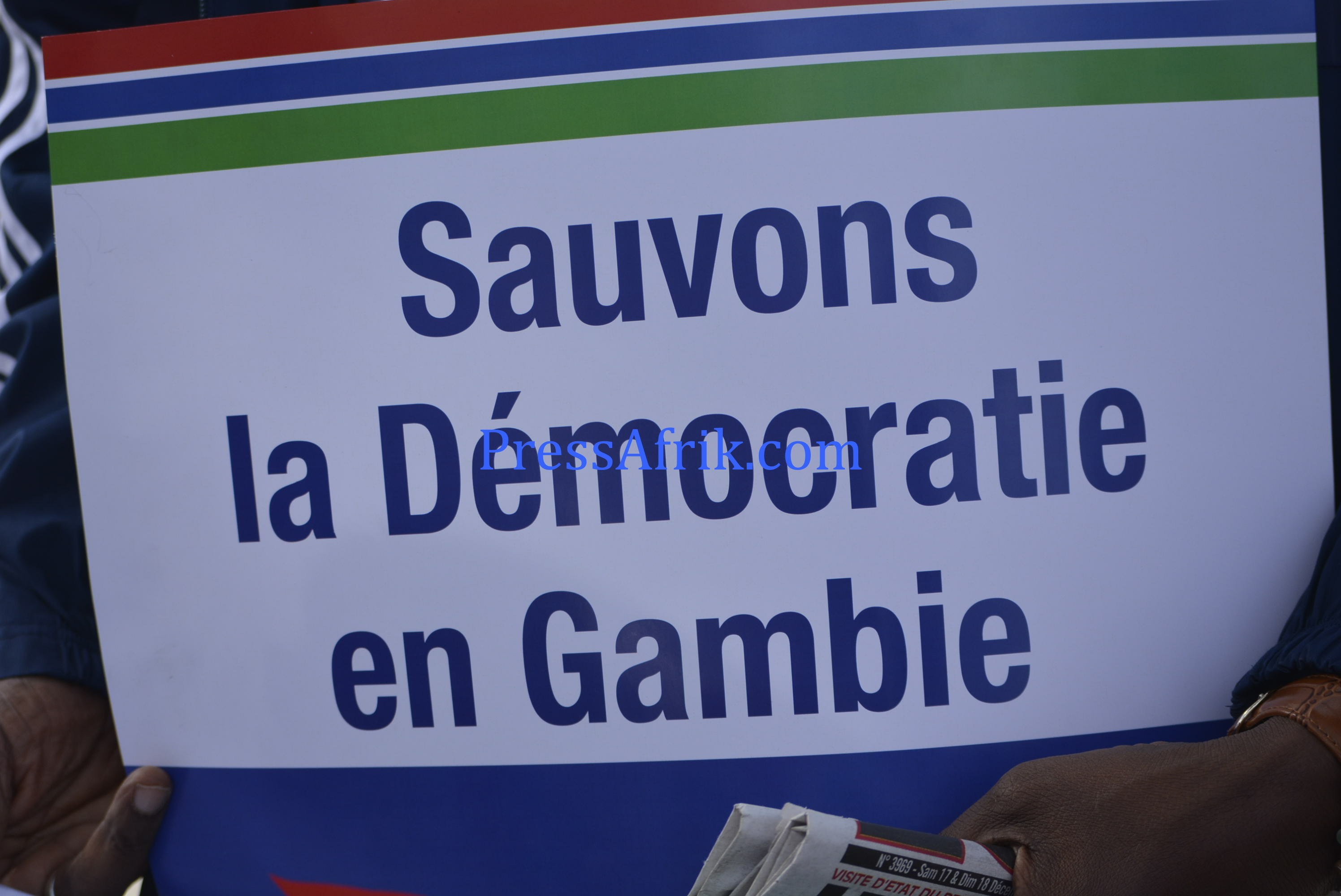 Sit-in à la place de l'Obélisque: la Société civile et la diaspora gambienne demandent à Jammeh de quitter le pouvoir